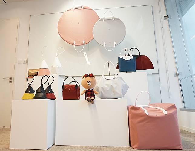 Longchamp聯乘nendo系列。