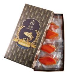 ◎頂鮮烏魚子取材於台灣西岸南海域最肥美的烏魚,天然手工製成。將金黃飽滿的烏魚卵去血、鹽漬、修整、日曬層層淬鍊,色澤橙黃帶有琥珀般鮮明質感,確保新鮮採用真空包裝,鎖住烏魚子完整精華。|◎|◎主商品:烏魚子*2盒食品成分:新鮮烏魚卵、食鹽淨重:即食包95g±4.5g(約10-12片)原產地:台灣MadeInTaiwan保存條件:冷凍-18度C保存期限:真空袋未拆封冷凍1年製造日期:如外盒所示有效日期:如外盒所示