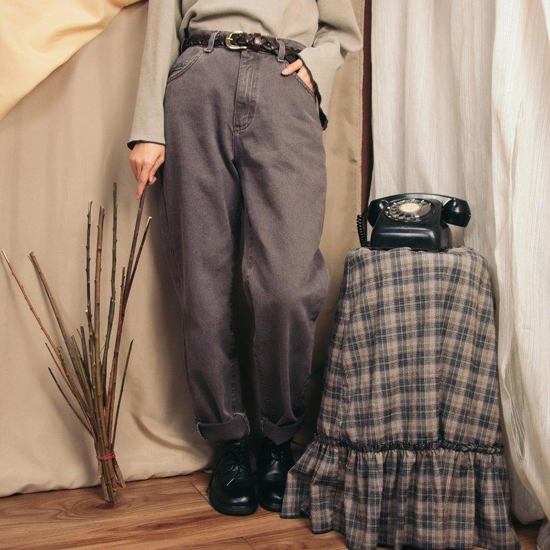 ●商品敘述: 鈕釦拉鍊式,共兩個側口袋右側有一小袋及兩個後口袋,後方皮標有歲月痕跡