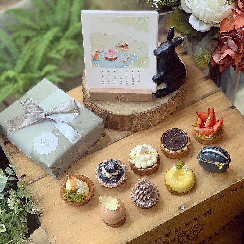感謝大家的互相陪伴 揮別2020!給自己一個禮物,開使新的一年吧! 月曆如同轉換了形式 讓KAKA和椪茶一起陪伴你的2021吧!
