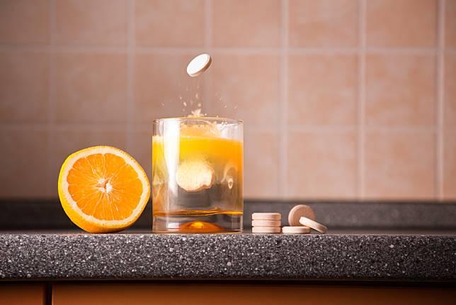 Hindari Minum Vitamin C 1000 Mg Setiap Hari: Ini Efek Sampingnya |  HelloSehat.com | LINE TODAY