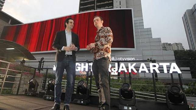 Billboard digital eye-level raksasa