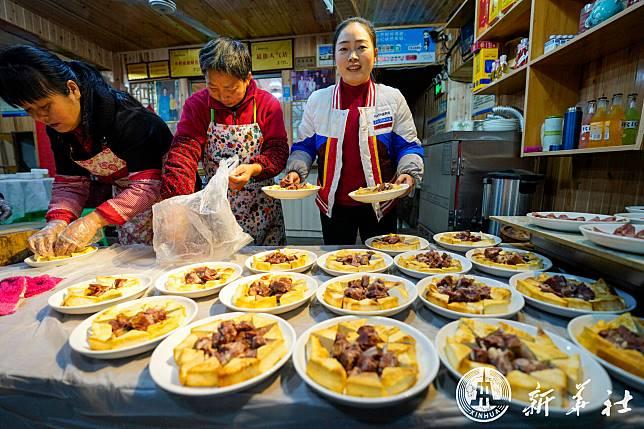 หอมกรุ่นกลิ่นเกี๊ยว… โคมไฟใต้ชายคา ส่องสลัวทั่วเมืองโบราณเจียงจิน