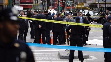 紐約警察開槍射擊持刀歹徒 有四槍沒貫穿因為穿上這個品牌的外套!?