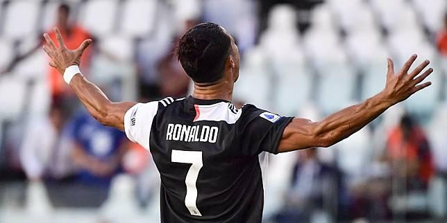 Ekspresi Cristiano Ronaldo saat mencetak gol tendangan bebas pertamanya untuk Juventus (c) AP Photo