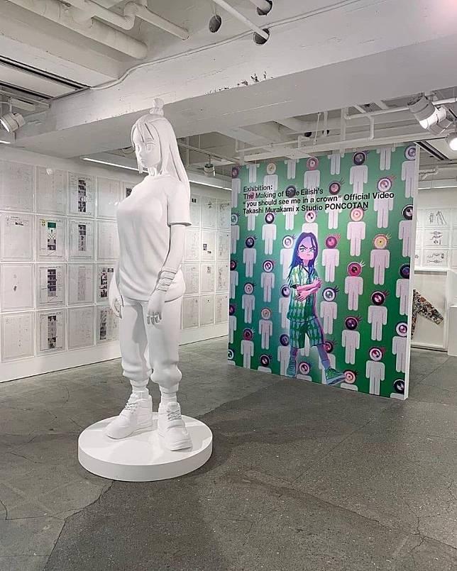 之後更從此動畫MV延伸出藝術展覽,並推出相關紀念單品。(互聯網)