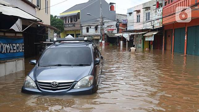 Banjir Setinggi Dada Orang Dewasa, Warga Perumahan Ciledug Indah Dievakuasi