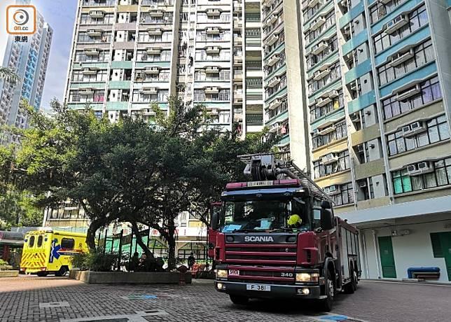 消防車及救護車到場。(趙瑞麟攝)