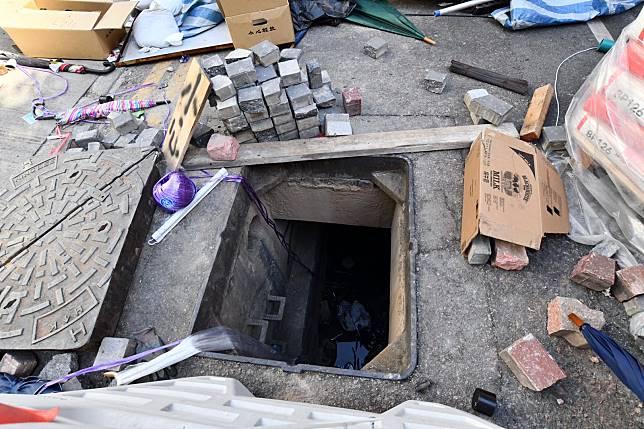 水渠被打開,旁邊圍有尼龍繩等懷疑協助逃走的工具。