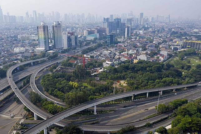 A birds-eye view of the empty roads in West Jakarta's Tomang district on Friday. The Jakarta administration has imposed a two-week period of large-scale social restrictions (PSBB) for the capital beginning Friday.