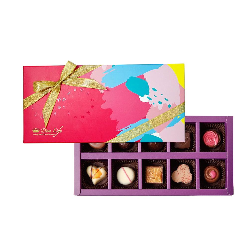前世今生! 為情人送出浪漫禮盒。令人迷醉的比利時夾心巧克力, 內含比利時夾心巧克力,又再一次打破對甜點的傳統印象,將豐富流行色彩融入巧克力中,創造出大朋友小朋友都愛的巧克力禮盒,甜點控為之瘋狂。在夾心