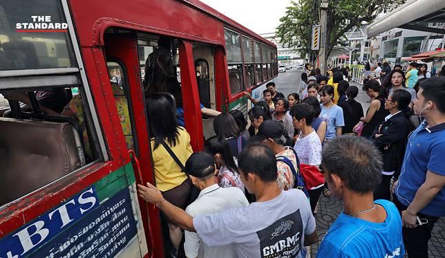 รถเมล์ขึ้นค่าโดยสารวันแรก และจะปรับขึ้นอีกครั้งในวันเดียวกันนี้ของปีหน้า