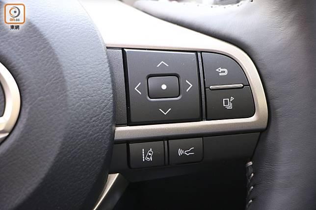 軚環右方特設多功能鍵,LDA車道偏離警示及PCS防撞預警系統的啟動鍵。(盧展程攝)