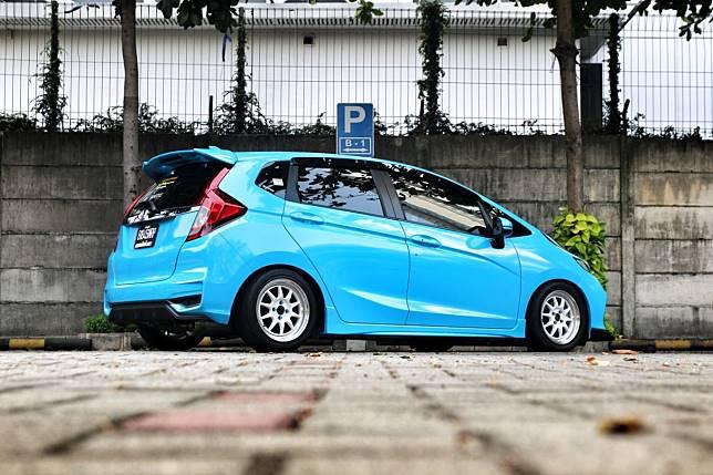 Honda Jazz 'Blue Bird' kental aura racing dari luar ke dalam
