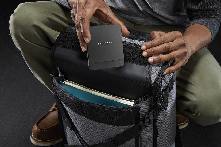 BarraCuda Fast SSD 以便攜性為特色,機身相當輕巧。
