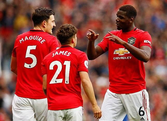 Pemain Manchester United Daniel James bersama Harry Maguire dan Paul Pogba. Reuters/Jason Cairnduff