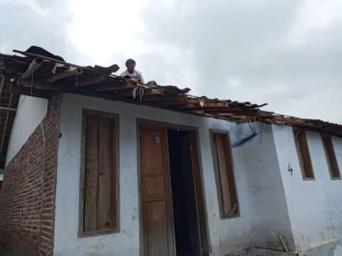 Diterjang Angin Puting Beliung, 17 Rumah di Tegal Rusak