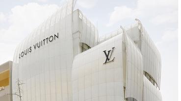 帆船駛入大阪 到 Louis Vuitton 御堂筋旗艦店喝咖啡