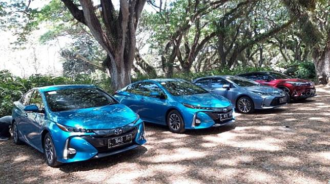 Produk-produk hybrid Toyota dalam test drive Banyuwangi - Bali [Suara.com/Manuel Jeghesta Nainggolan].