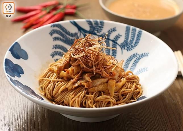 一次過品嘗麻辣手撕雞與擔擔麵兩款四川風味美食,掌握到麻辣醬與擔擔湯底的做法之後,更可演變出更多元化的菜式。(盧展程攝)