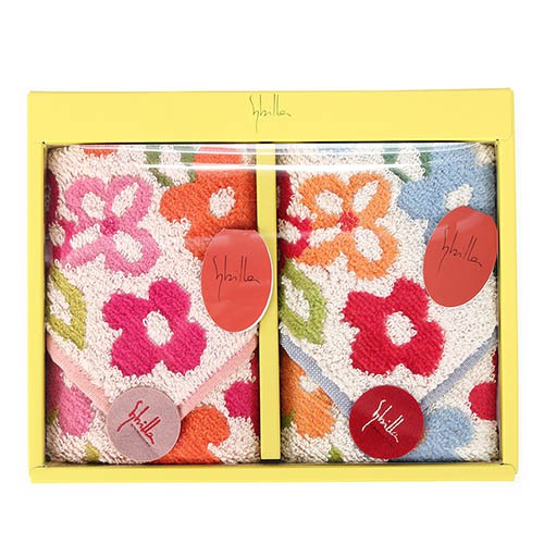 和Vivienne Westwood等時尚大師,設計LV Monogram一百週年慶設計最適合旅行用的Monogram旅行箱。Sybilla在百貨公司以服飾為主要銷售商品,取材自大自然的各類花卉果實等