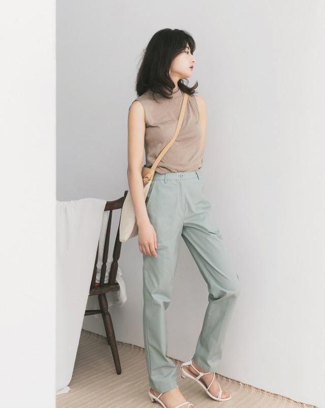 斜紋布料/直筒版型/簡單休閒款式褲管反摺也好看/前面左右兩側附斜口袋無內裡