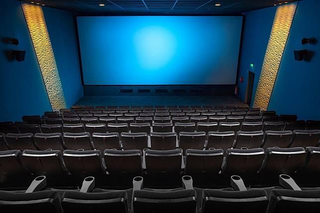 ▲國中生到電影院看電影太吵,被後方客人怒罵「屁孩閉嘴好嗎?」,博得全場觀眾掌聲。(示意圖/取自Pixabay)