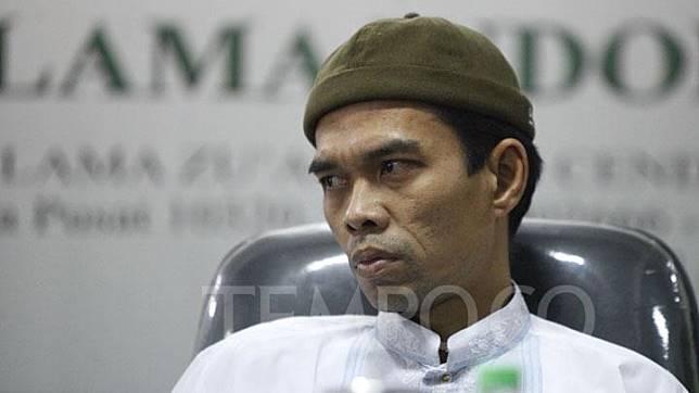 Ekspresi Abdul Somad dalam konferensi pers setelah bertemu bertemu dengan Majelis Ulama Indonesia (MUI), di gedung MUI, Jakarta, Rabu, 21 Januari 2019. MUI mengundang penceramah itu untuk mengklarifikasi atau tabayyun terkait video ceramah soal salib yang sedang viral. TEMPO/Subekti