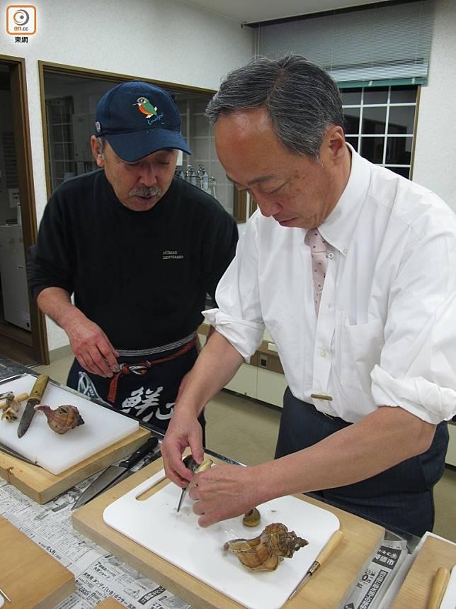 DIY海鮮丼活動由經驗豐富的漁夫提供食材和指導。(劉達衡攝)