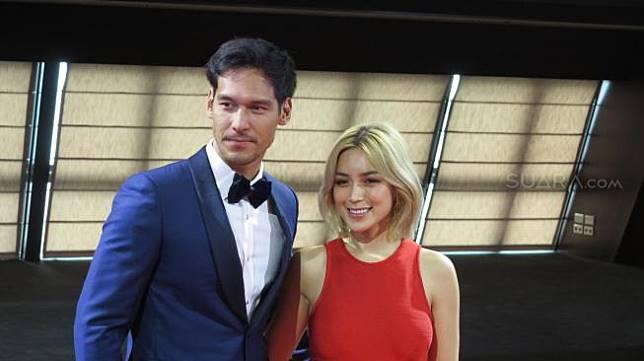 Jessica Iskandar dan Richard Kyle di Red Carpet Gala Premiere film Asal Kau Bahagia, Genting Cruise, Port Klang, Malaysia, Kamis (20/12/2018).