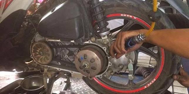 Perawatan V-Belt sepeda motor matik (Liputan6.com)