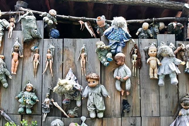 Beragam boneka digantung di seluruh penjuru pulau.(DOK. ISLADELASMUNECAS.COM)  Artikel ini telah tayang di Kompas.com dengan judul