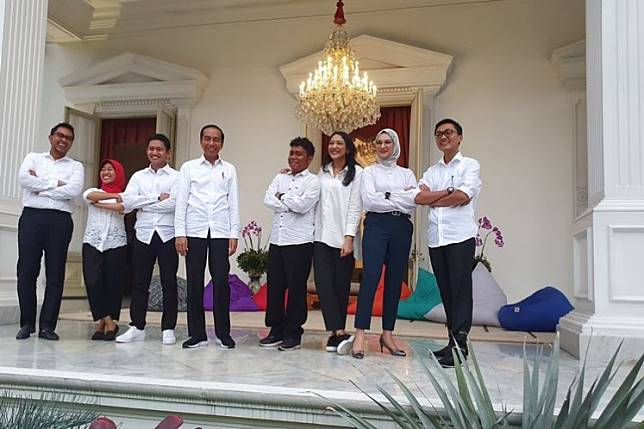 "President Joko ""Jokowi"" Widodo (center) with his new presidential expert staff members at the Presidential Palace in Jakarta on Thursday."