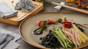 黑芝麻粉吃法有夠多!主廚公開私房食譜 涼麵、拿鐵都可以自己DIY