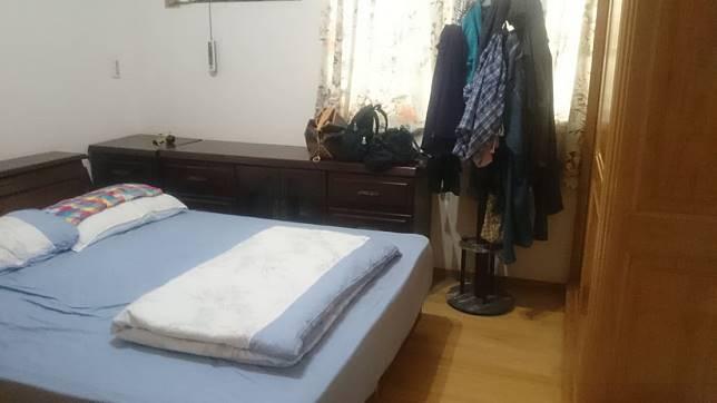 改造前擁擠的臥室