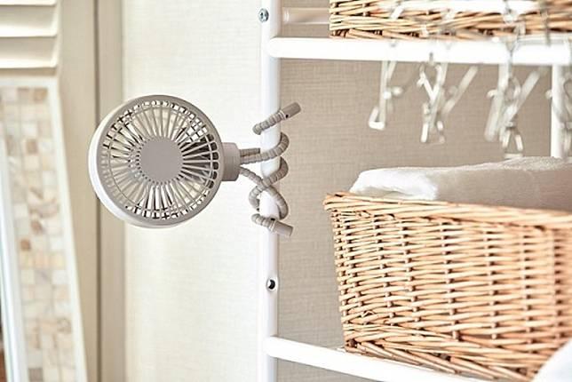 可以選擇任何角度360°送風,例如懸掛在廚房的角落,即使煮飯洗碗都可以涼浸浸!(互聯網)