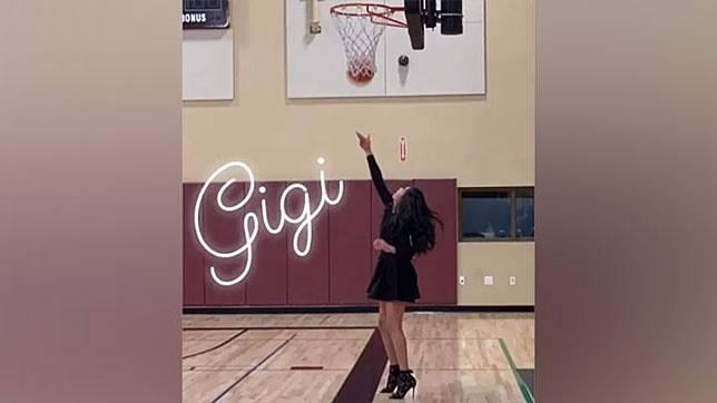 Foto putri Kobe Bryant, Gianna bermain basket dengan mengenakan gaun. Instagram