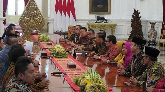 Presiden Jokowi mengundang sejumlah pelaku usaha mikro, kecil, menengah (UMKM). (Suara.com/Umay Saleh)