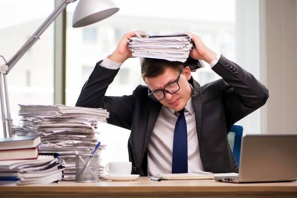 Suami Terlalu Sibuk di Kantor? Lakukan 5 Hal ini, Moms!