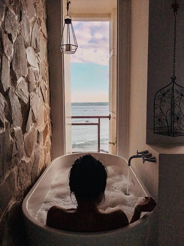 看著海浸浴,盡情享受墾丁每一分的美麗。