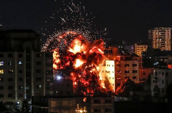 Ledakan akibat serangan udara Israel di Gaza pada bulan Mei