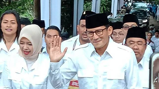 Sandiaga Uno bersama istrinya Nur Asia Uno menghadiri Rapat Pimpinan Nasional dan Apel Kader Partai Gerindra di Padepokan Garudayaksa Partai Gerindra, Hambalang, Bogor, Jawa Barat, Rabu 16 Oktober 2019. Tempo/ Fikri Arigi.