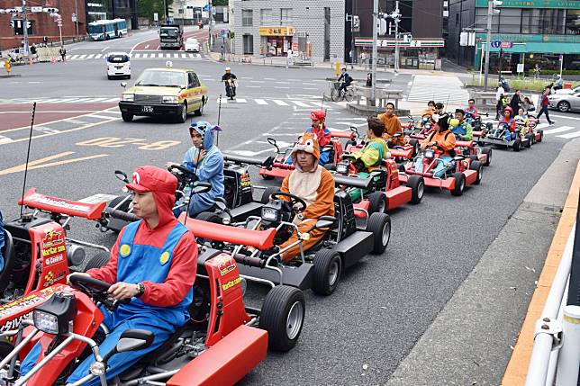 japan-mario-kart-maricart-continues-1