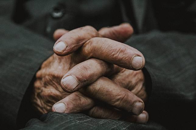 Viral Seorang Kakek Asal Korea Dipukuli dan Disebut Penyebar Virus China