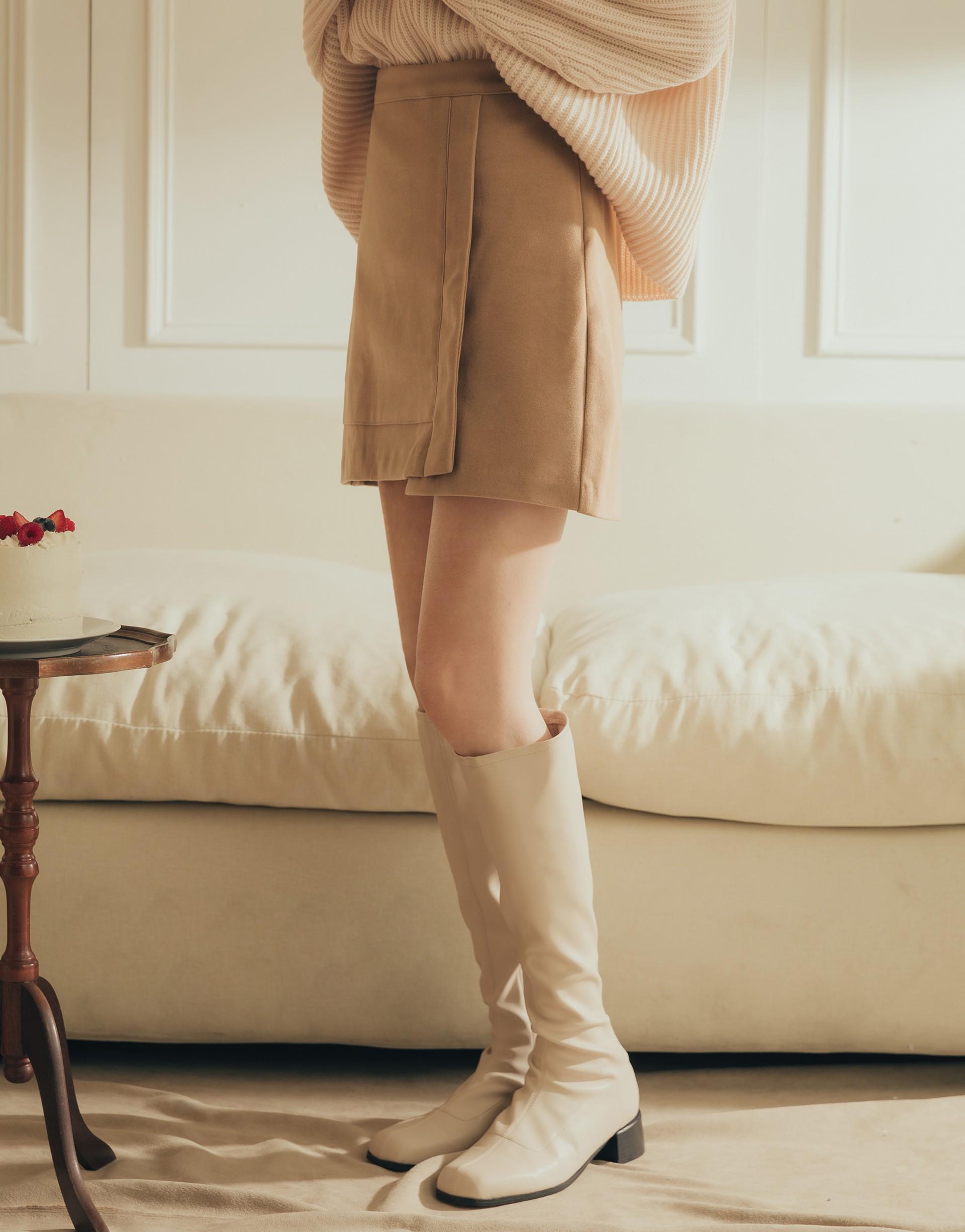 側開隱形拉鍊/後腰鬆緊設計/內裡為褲型