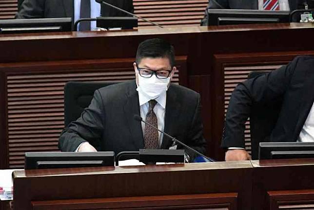 鄧炳強出席立法會特別財務委員會。