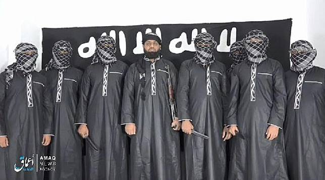 Kantor berita Amaq ISIS merilis gambar pada hari Selasa yang menunjukkan foto para teroris yang melakukan serangan bom di Sri Lanka pekan lalu.[Daily Mail]