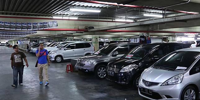 Salah satu pedagang mobil bekas di Jakarta (Liputan6.com)
