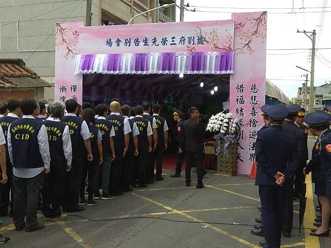 遭槍殺身亡的偵查佐劉三榮26日公祭,場面哀戚。