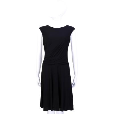 百搭黑色優雅呈現簡約俐落時尚雋永線條抓摺獨特設計數量有限售完為止